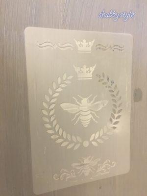 Schablone auf Tür